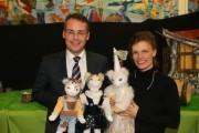 Irmi Wette mit Minister Friedrich und den Katzenkindern